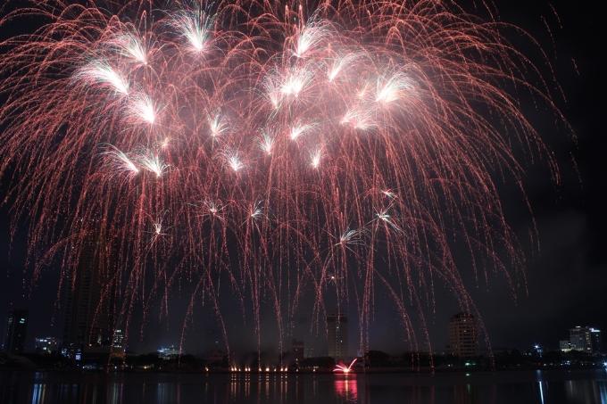 Ngó kịch bản đêm pháo hoa Nhịp cầu hạnh phúc, chỉ muốn bay ngay tới Đà Nẵng (em xin edit)