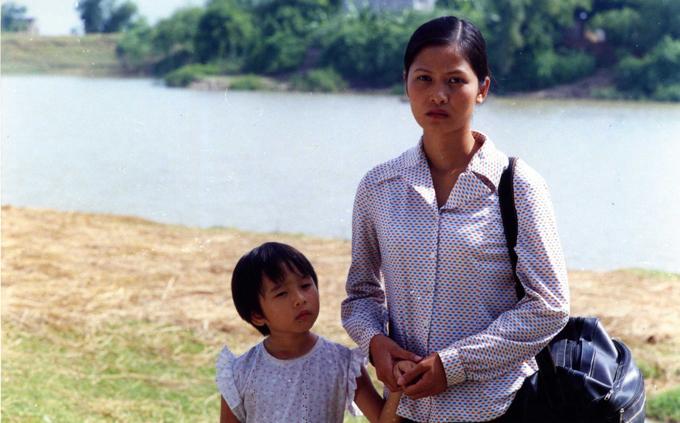 Diễn viên Thúy Hà trong phim Bến không chồng của đạo diễn Lưu Trọng Ninh.