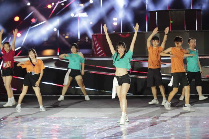 Tiết mục nhảy đồng diễn trên nền nhạc Despacito của trường Đại học Duy Tân được chọn làm phần trình diễn mở màn trong DIFF 2018.