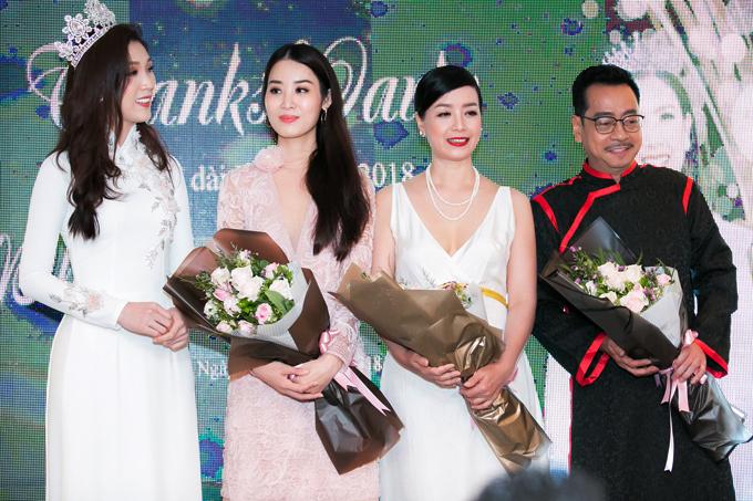 Thuỳ Linh còn gửi lời cám ơn đến NSƯT Chiều Xuân, NSND Hoàng Dũng - hai giám khảo của cuộc thi.