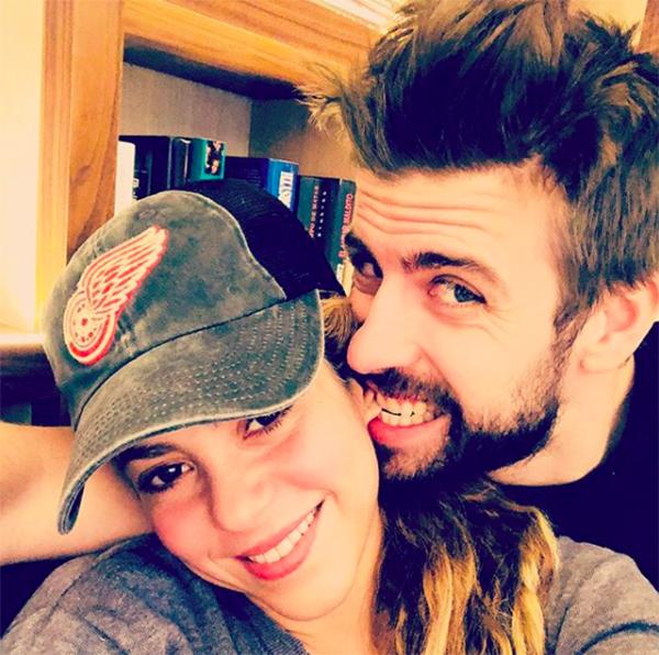 Pique và Shakirarao bán biệt thự ở Miami, Mỹ với giá 11,648 triệu USD. Shakira mua biệt thự này hồi năm 2001 với giá 3,38 triệu USD và chi thêm khá nhiều tiền để tân trang lại theo sở thích cá nhân.