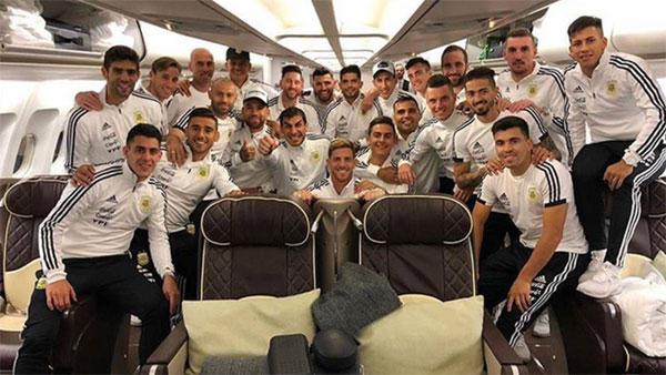 Messi và đồng đội mang lượng hành lý khủng trên chuyên cơ sang chảnh