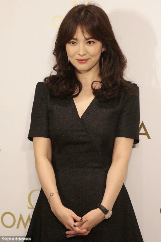 Song Hye Kyoăn gian chiều cao vớiđôi giày 11cm - 4