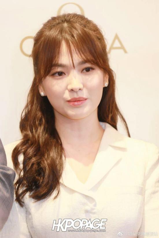 Song Hye Kyoăn gian chiều cao vớiđôi giày 11cm - 2