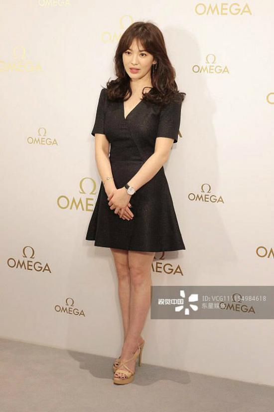 Song Hye Kyoăn gian chiều cao vớiđôi giày 11cm - 5