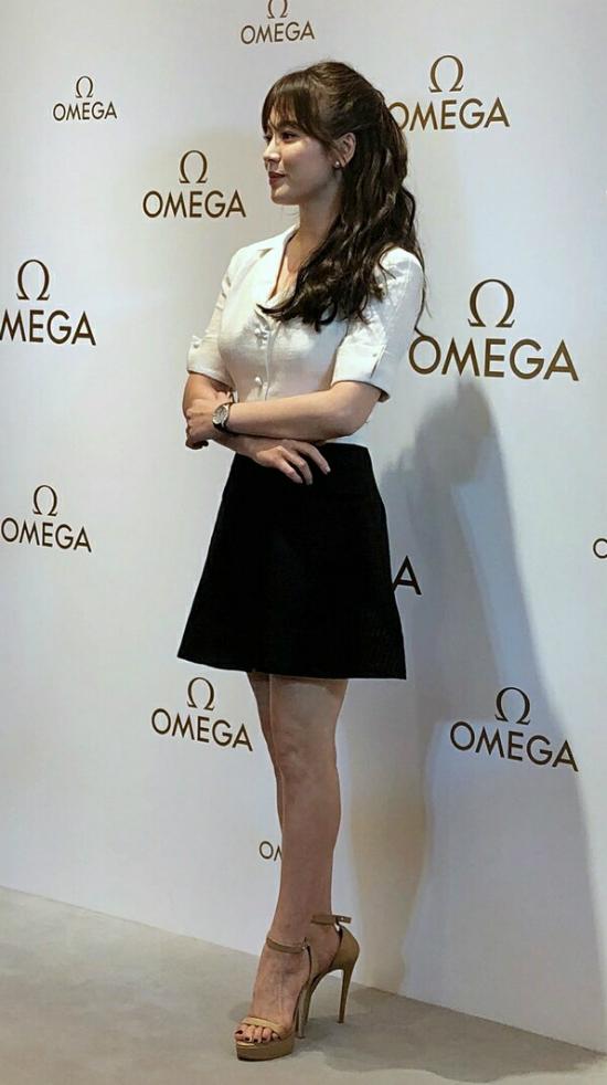 Song Hye Kyoăn gian chiều cao vớiđôi giày 11cm - 1