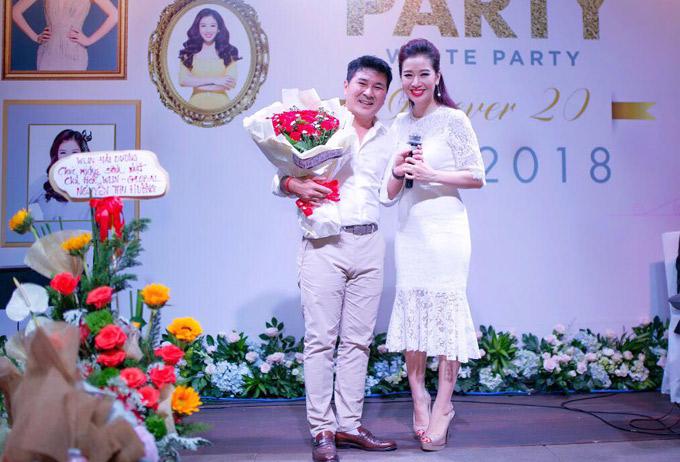 Vợ chồng Thu Hương hiện có hai con trai, cuộc sống đủ đầy, viên mãn. Á hậu chia sẻ, cô rất bất ngờ và cảm động với món quà đặc biệt của chồng trong ngày sinh nhật thứ 39.