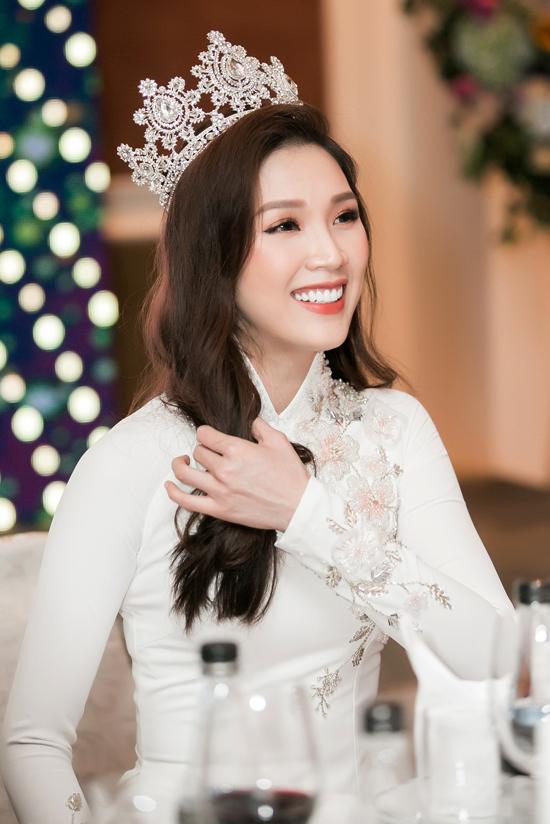Người đẹp chia sẻ, từ sau thành tích top 10 Hoa hậu Việt Nam 2010, cô không lấn sân showbiz mà tập trung vào xây dựng sự nghiệp riêng. Cô kết hôn vào năm 2012 với doanh nhân Mạnh Cường và liên tiếp sinh hai con trai. Sau 8 năm không xuất hiện, cô được mọi người khen ngày càng trẻ đẹp.