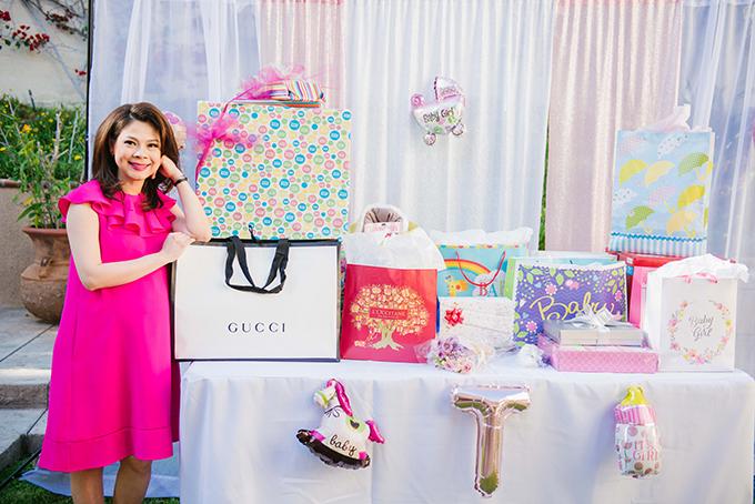 Tại tiệc, các khách mời mua các vật dụng cần thiết cho em bé, bố mẹ sẽ không phải mua gì thêm.