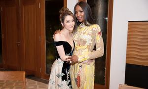 Naomi Campbell diện áo dài Công Trí, thân thiết với Lý Nhã Kỳ