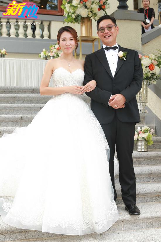 Hôm 3/6, đám cưới của mỹ nhân TVB Lý Mỹ Tuệ diễn ra tại Repulse Bay Hotel. Chồng cô là doanh nhân Tằng Văn Hào, năm nay 56 tuổi, là một doanh nhân thành đạt.