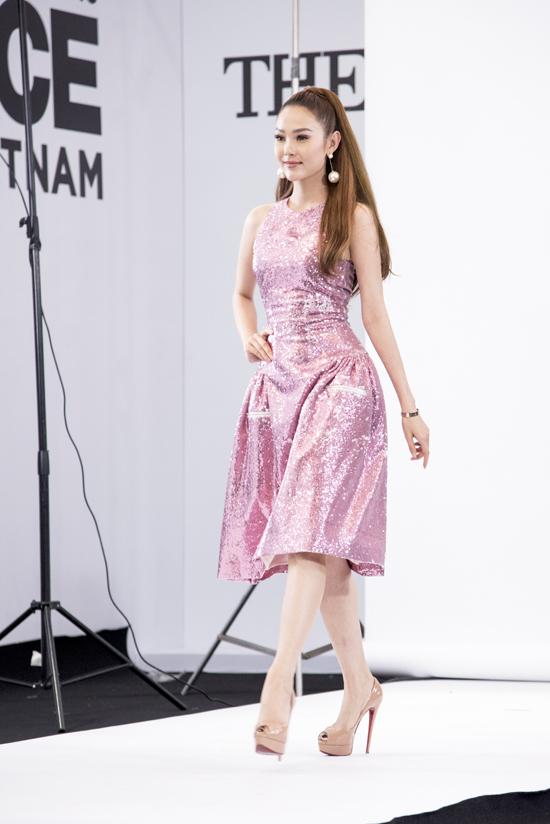 Minh Hằng chia sẻ thêm, trong suốt quá trình làm người mẫu quảng cáo, đóng các TVC cho nhiều nhãn hàng, hiếm khi thấy người mẫu phải catwalk. Vì thế trình diễn thời trang chưa hẳn là yêu cầu lớn nhất trong một chương trình tìm kiếm gương mặt thương hiệu.