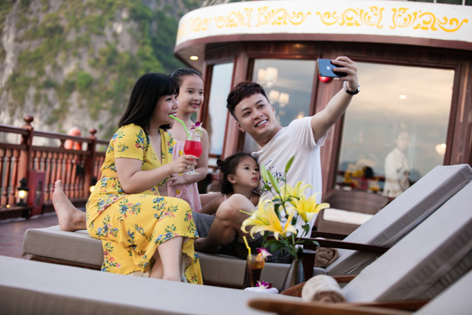 Mạnh Trường, Hồng Đăng cùng vợ con nghỉ dưỡng trên du thuyền 5 sao - 7