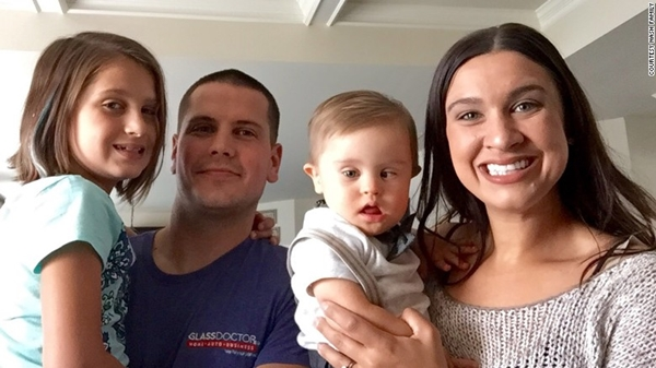 Gia đình luôn ở bên Megan để ủng hộ cô và Asher.
