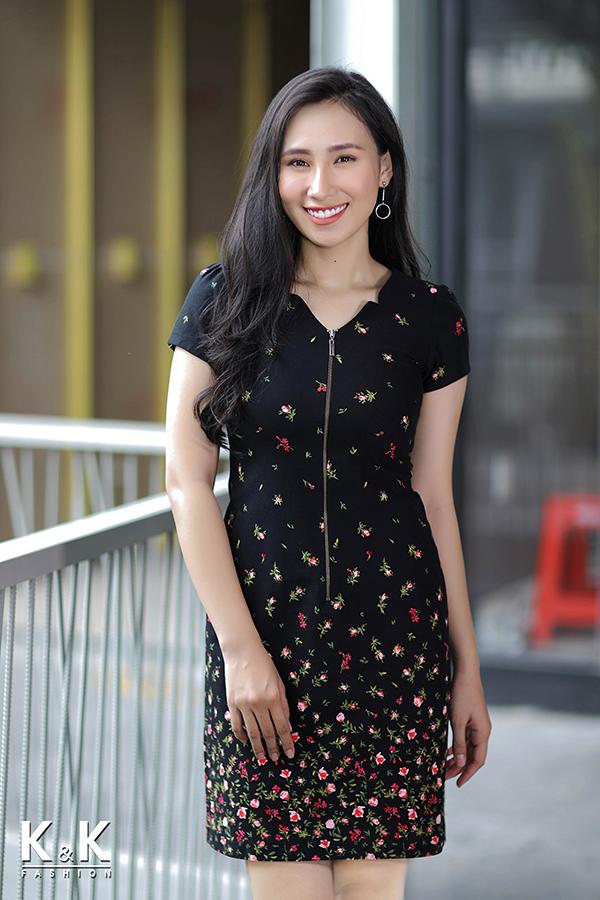 Đầm đen họa tiết hoa nhí nhiều màu KK74-39 giá 430.000 đồng.