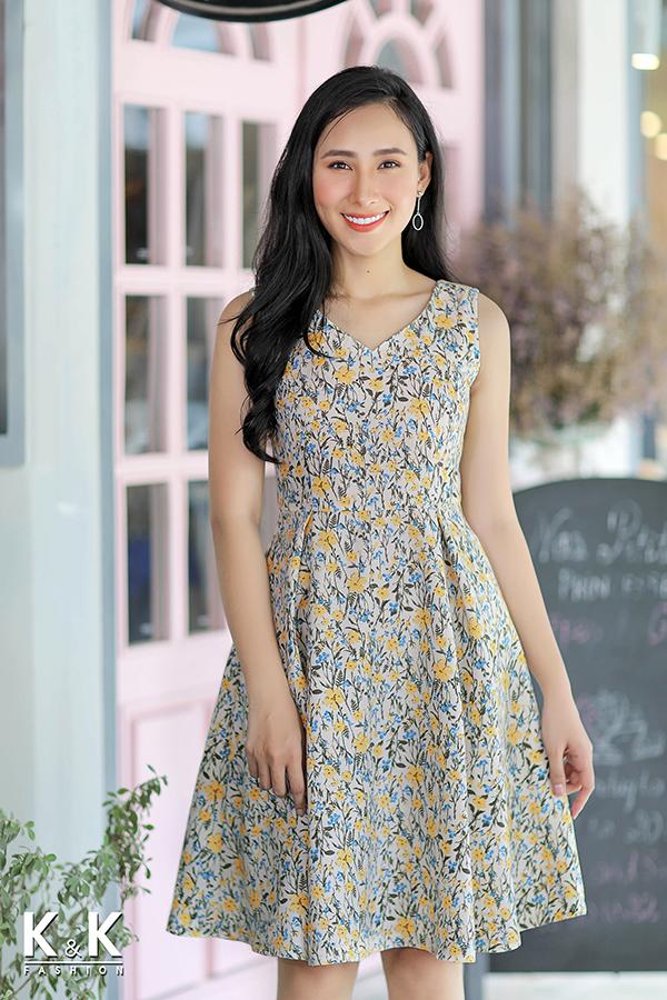 Đầm xòe sát nách họa tiết hoa nhí xinh xắn KK75-03 giá 430.000 đồng.