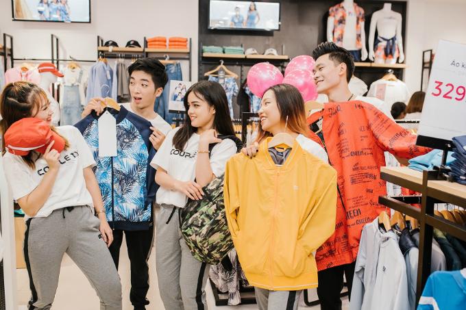 Cũng nhân dịp ra mắt chi nhánh mới, thương hiệu dành tặng các bạn trẻ Hà Nội chương trình ưu đãiđi kèm với lời chào Dear Hà Nội của mình.