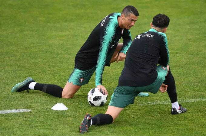Thủ quân của tuyển Bồ Đào Nha vừa kết thúc chuyến nghỉ mát cùng gia đình. Anh có thời gian xả hơi bổ ích sau trận chung kết Champions League để hướng tới giải đấu quan trọng.