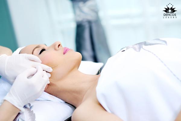 Liệu pháp căng da mặt bằng chỉ sinh học giúp tái lập nền tảng collagen 4 chiều, kéo căng và làm phẳng mịn làn da nhăn nheo, chảy xệ. Hiện dịch vụ này được Dencos Luxury ưu đãi đồng giá thấp nhấttrong năm.