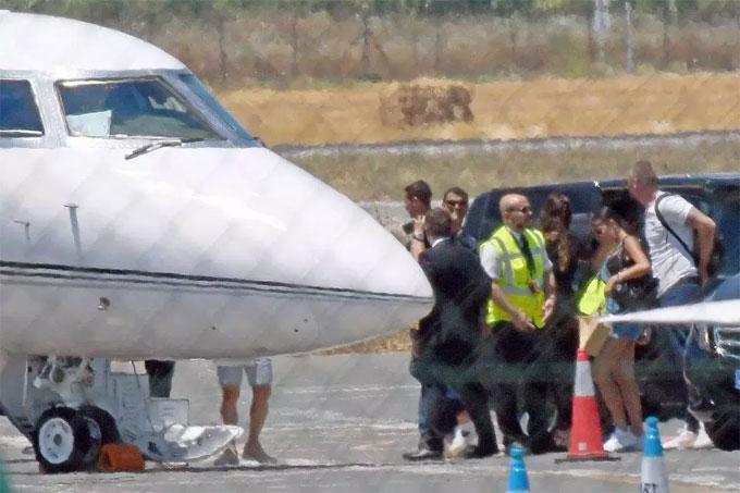 Chuyên cơ riêng đưa C. Ronaldo, Georgina Rodriguez và gia đình từ Malaga trở về Bồ Đào Nha.