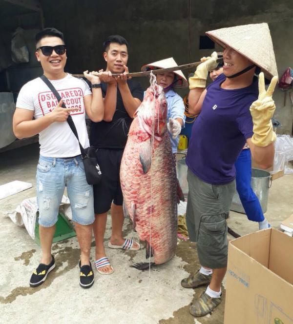 Cá trăm đen khủng 61 kg ở hồ Thác Bà