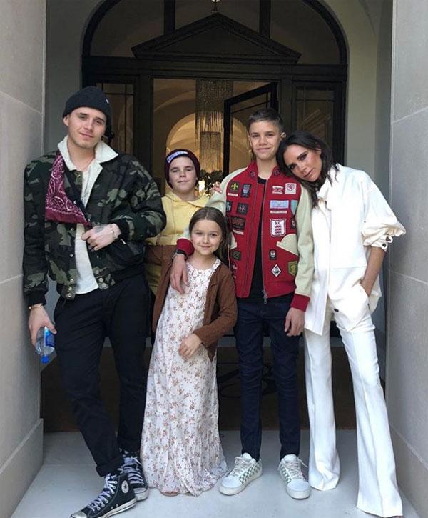 Vic và 4 đứa con. Ảnh: NN.