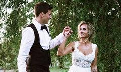 Trung vệ MU tranh thủ cưới vợ, đi trăng mật trước khi dự World Cup 2018