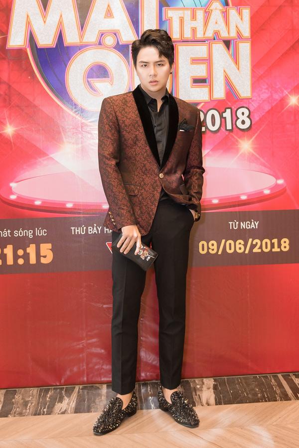 Diễn viên hài Duy Khánh giảm 7 kg trong quá trình tập luyện tham gia sân chơi này.