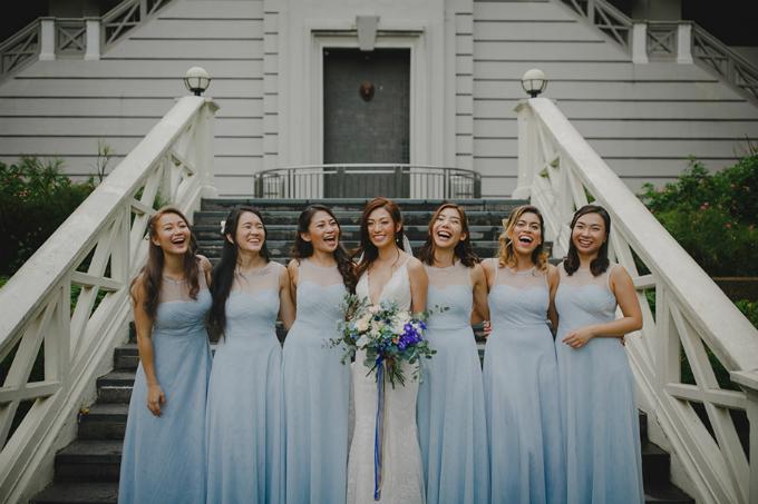 Dàn phù dâu diện đồ màu xanh dương nhạt.