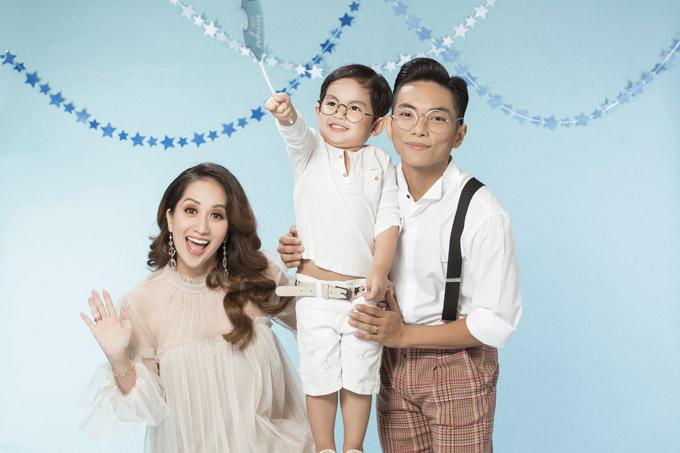 Mặc dù chưa chính thức tổ chức đám cưới nhưng tổ ấm của Khánh Thi - Phan Hiển rất hạnh phúc trong hơn 3 năm qua. Cả hai từng trải qua nhiều sóng gió khi công khai chuyện tình yêu cô - trò.