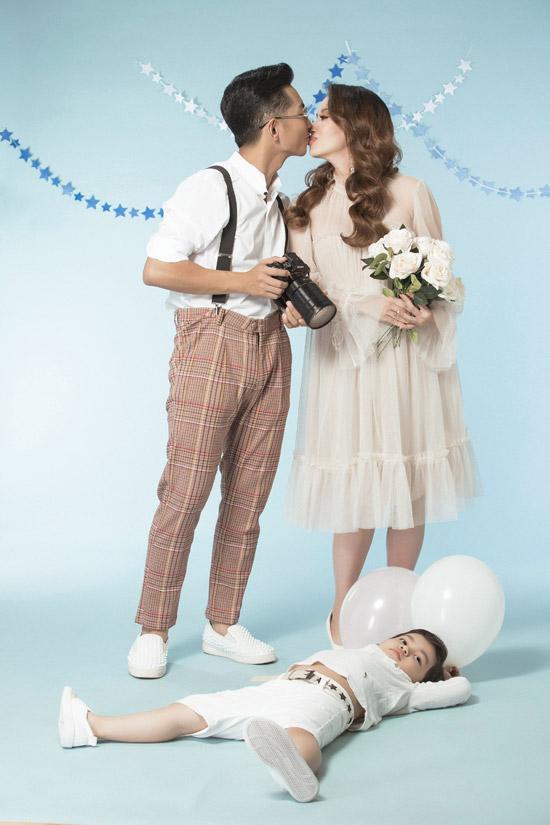 Hiện tại, cặp đôi chưa nghĩ ra tên khai sinh cho con gái. Khi nào em bé chào đời, cặp đôi sẽ cùng gia đìnhquyết định tên của con.