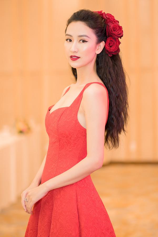 Á hậu Đại dương 2014 cho biết cô không muốn bị gọi là người đẹp hát nên sẽ nỗ lực để chứng tỏ khả năng của bản thân tại Gương mặt thân quen 2018. Người đẹp quyết tâm phảigiành chiến thắng.