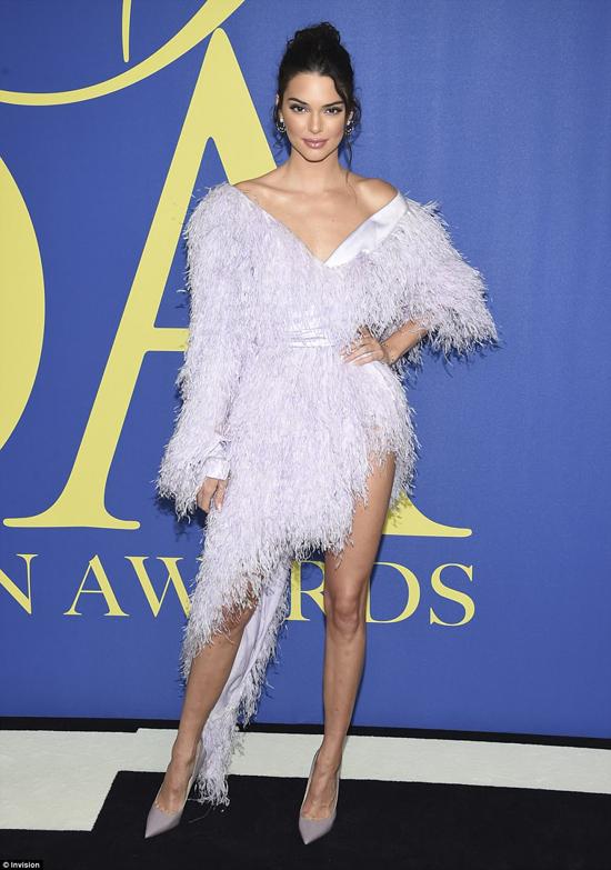 Cô em Kendall Jenner cũng góp mặt trong sự kiện này.