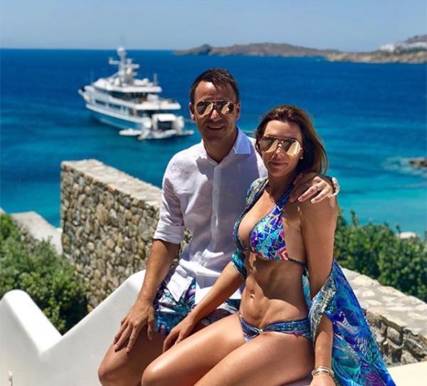 Vợ chồng Terry đang có kỳ nghỉ vui vẻ ở Hy Lạp cùng hai con. Ảnh: Instagram.