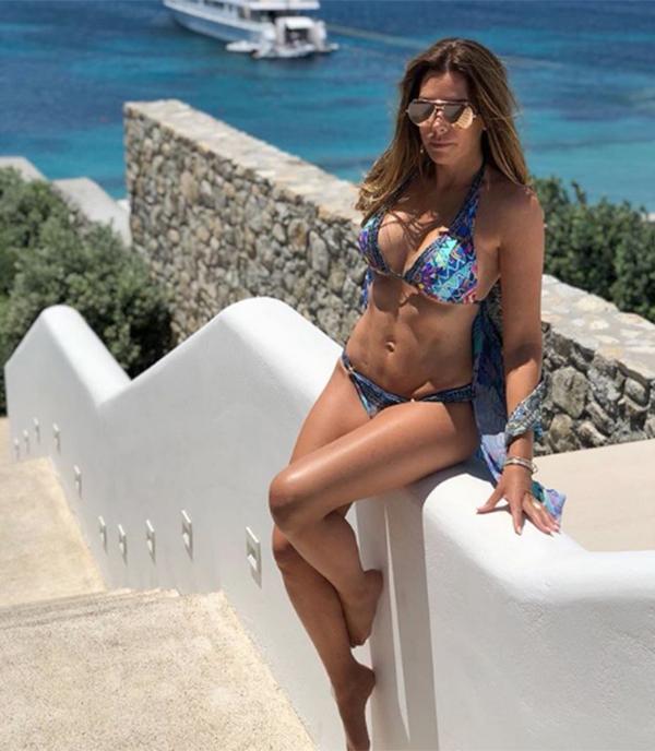 Bà xã Terry khoe thân hình đẹp khi diện bikini. Ảnh: Instagram.