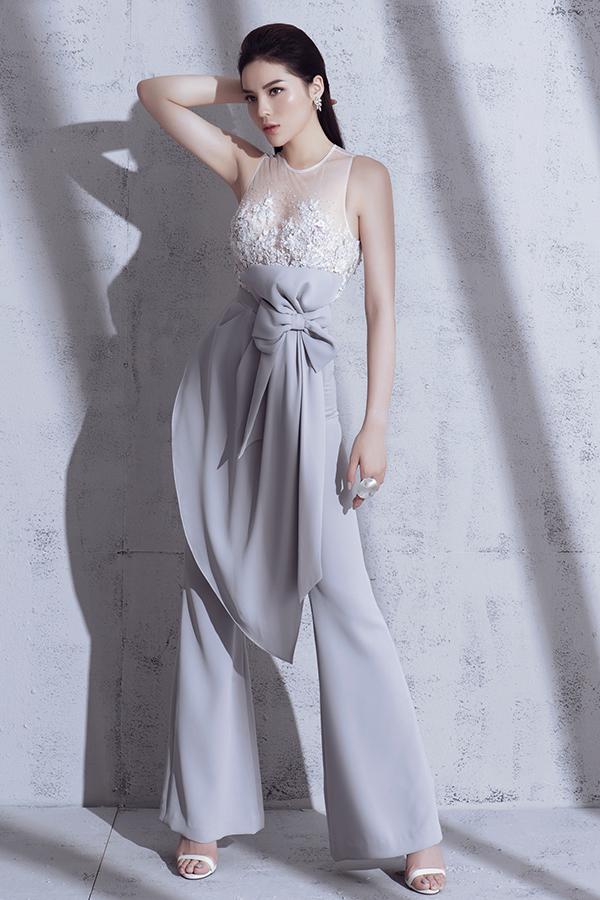 Bộ ảnh được thực hiện với sự hỗ trợ của nhiếp ảnh Milor Trần, stylist Mạch Huy, trang điểm Triệu Hải, trang phụcLinh Nguyễn.