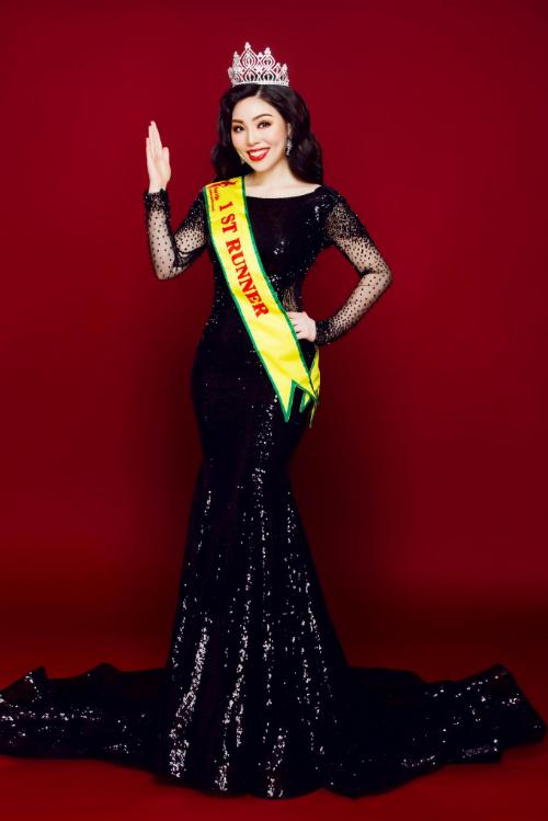 Gây ấn tượng với vẻ tự nhiên, sang trọng và lối ứng xử thông minh, người đẹp đến từ Nhật Bản - Nishikawa Phạm Hương - đoạt Á hậu một cuộc thi Hoa hậu Doanh Nhân Hoàn Vũ 2018 vừa diễn ra tại Osaka (Nhật).