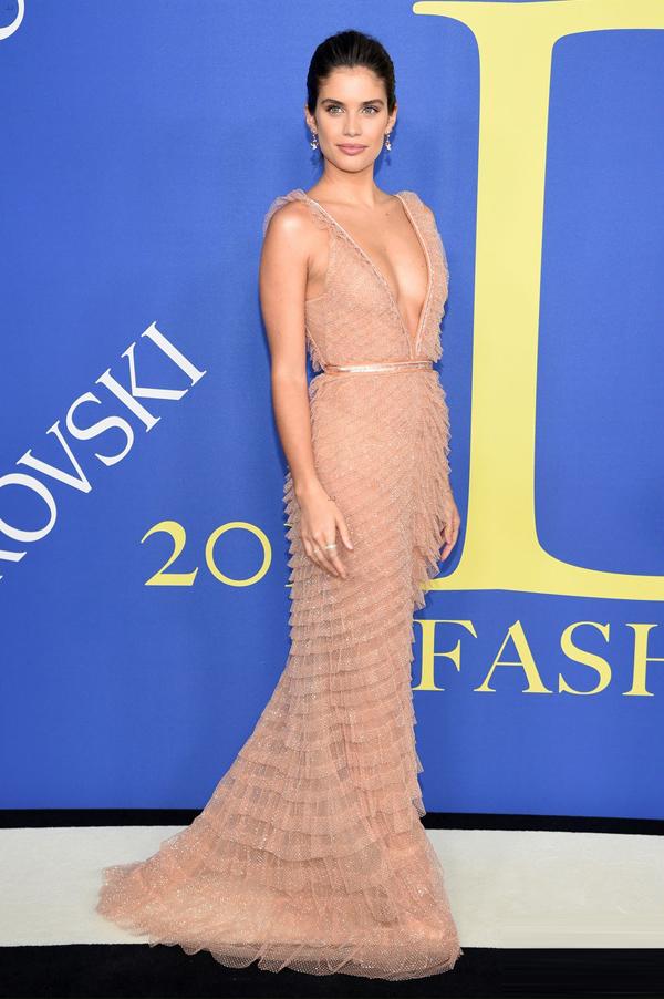 Dàn thiên thần Victorias Secret đọ phong cách trên thảm đỏ - 1
