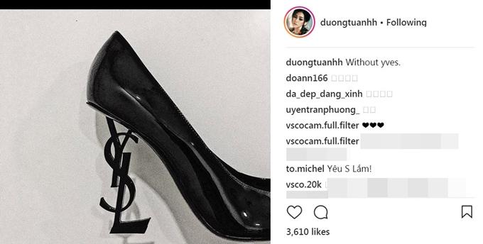 Hoa hậu Kỳ Duyên, Á hậu Tú Anh đều thích thú sở hữu đôi giày thời trang này. Mức giá cho đôi giày này khá đắt đỏ, hơn 950 USD (21,6 triệu đồng).