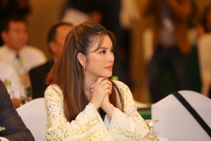 Vai trò Lãnh sự danh dự của Lý Nhã Kỳ hoàn toàn mang tính chất tự nguyện, không mang lại bất cứ lợi ích đặc biệt nào ngoài danh dự và uy tín. Hiện cô cũng là Chủ tịch Quỹ hỗ trợ phát triển Y tế - Giáo dục Việt Nam.