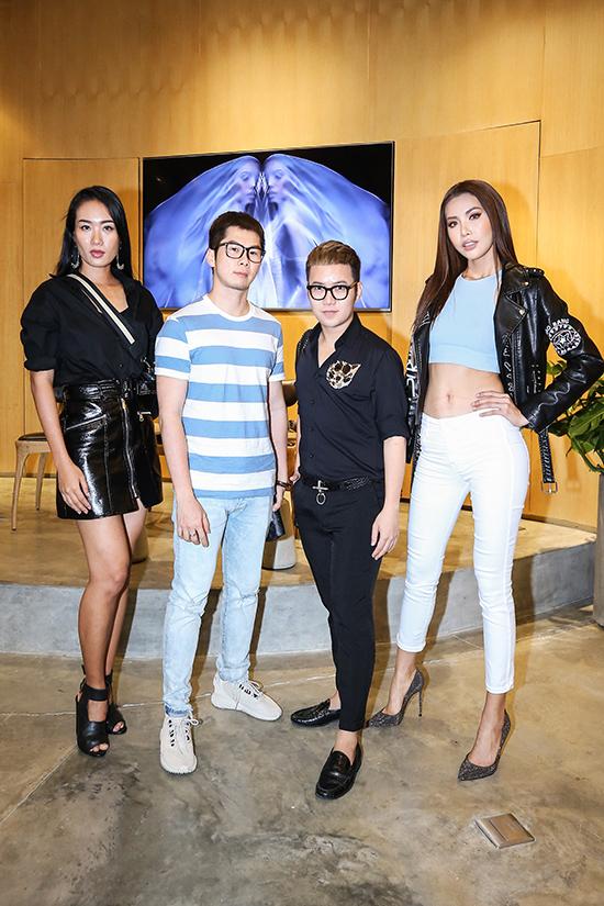Chiều ngày 5/6, nhà thiết kế Chung Thanh Phong đã tổ chức buổi tuyển chọn người mẫu cho show diễn cá nhân sắp tới. Chương trình có sự tham gia của người mẫu nhã Trúc, nhiếp ảnh Tee Le và siêu mẫu quốc tế Minh Tú.