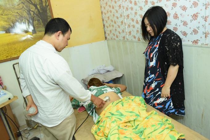 Bác sĩ cấp cứu cho Võ Hoàng Yến.