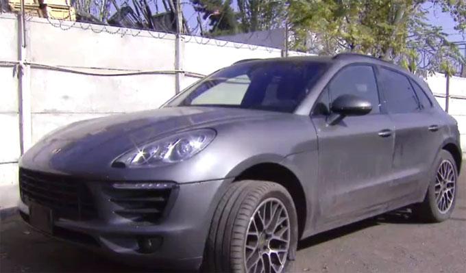 Porsche Macan là tang vật của vụ án tại trụ sở cảnh sát. Ảnh: TS.