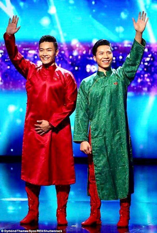 Ngoài hai mẫu trang phục biểu diễn được thực hiện bởi nhà thiết kế tài năng trong nước, hai hoàng tử xiếc còn sử dụng hai mẫu áo dài của nhà thiết kế Trịnh Hoàng Diệu khi xuất hiện tại chương trình truyền hình thực tế nổi tiếng thế giới.
