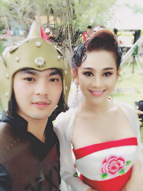 Lâm Chi Khanh hoá thân thành cô nàng cổ trang trong MV mới. Người hâm mộ dành lời khen tặng cho tạo hình xinh đẹp của cô.