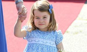 10 quy tắc hoàng gia Công chúa Charlotte phải tuân thủ