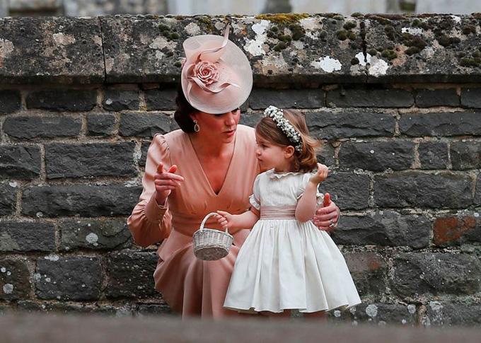 10 quy tắc hoàng gia nghiêm ngặt Công chúa Charlotte phải tuân thủ - 1