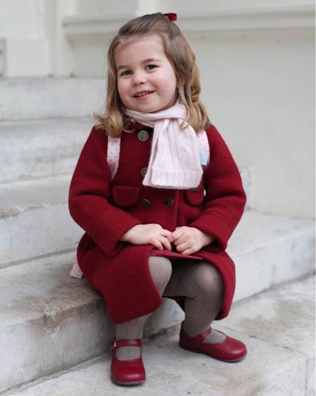 10 quy tắc hoàng gia nghiêm ngặt Công chúa Charlotte phải tuân thủ - 4