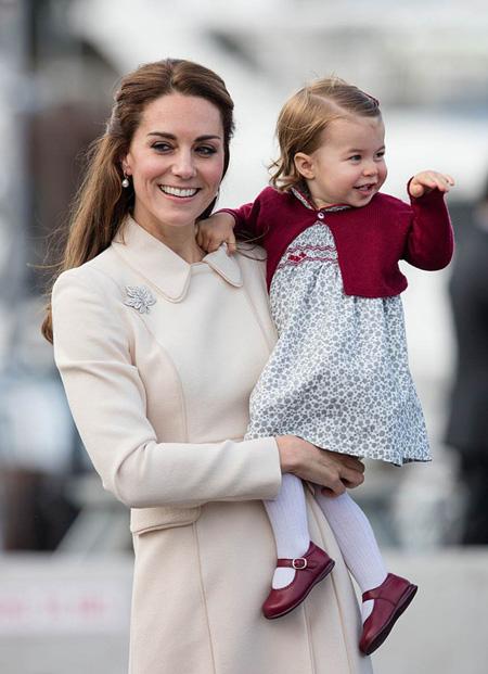 10 quy tắc hoàng gia nghiêm ngặt Công chúa Charlotte phải tuân thủ - 8