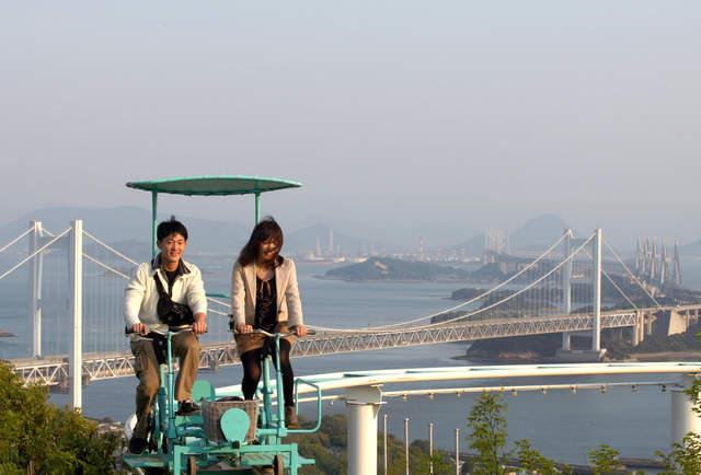 Đạp xe giữa không trung - trò chơi rớt tim ở Nhật